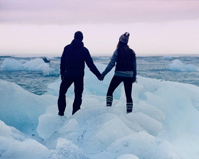Вместо традиционной свадьбы с тамадой и жующими родственниками эта пара решила пожениться в Исландии