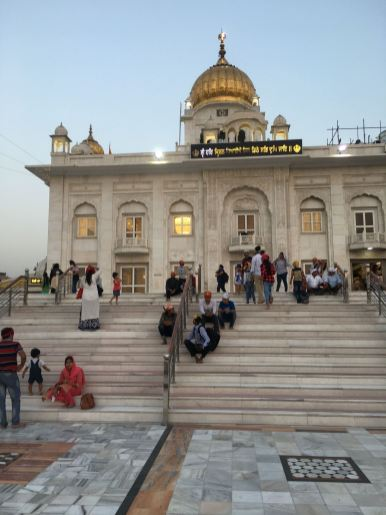 Gurdwara-Bangla-Sahib-nova-delhi-india-nao-e-caro-viajar-3