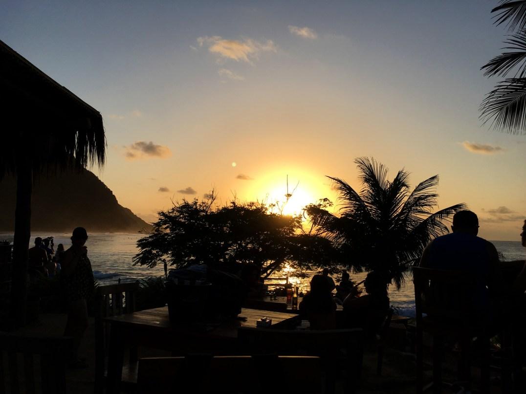 Por do sol visto do Bar do Meio em Fernando de Noronha.