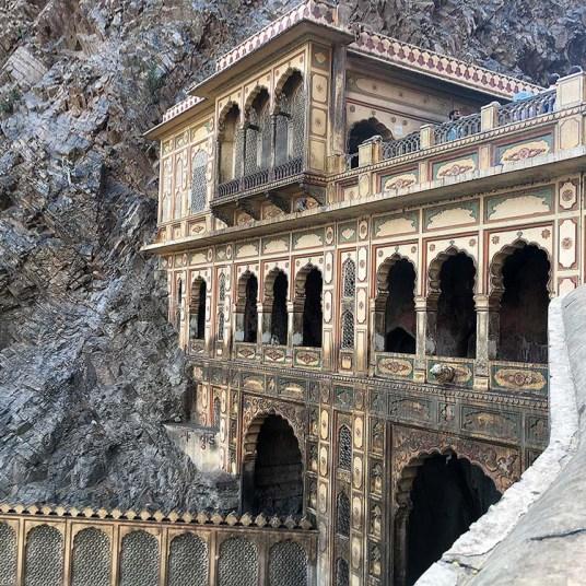 india_jaipur_monkey_temple_nao_e_caro_viajar_templo_dos_macacos_colina