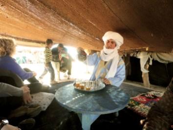 Chá de menta no acampamento nômade