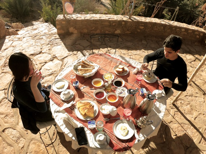 Café da manhã em nosso riad no Vale do Ziz