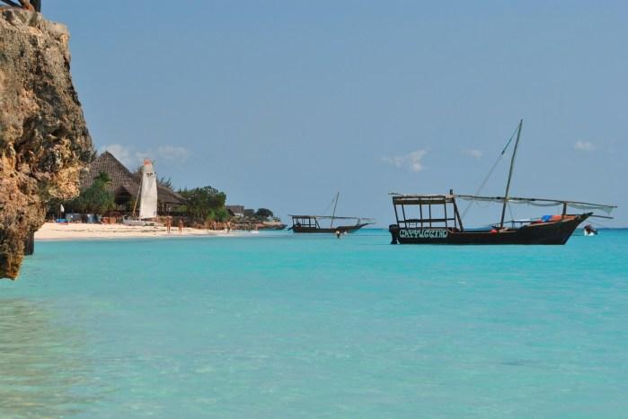 Mar lindo da ilha de Zanzibar