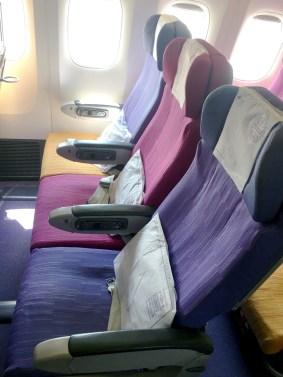 Poltrona: Classe econômica Thai Airways 777-200ER
