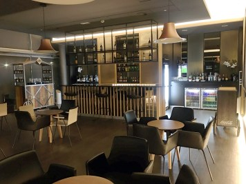 Sala VIP Iberia no aeroporto de Madri - Premium Lounge Velazquez