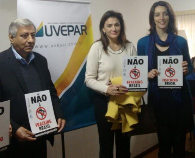 Aparecido Almeida Correa, sec. executivo da Uvepar, Ester Amélia Mendes, geóloga da Sanepar, e Nicole Figueiredo de Oliveira, diretora da 350.org Brasil e América Latina