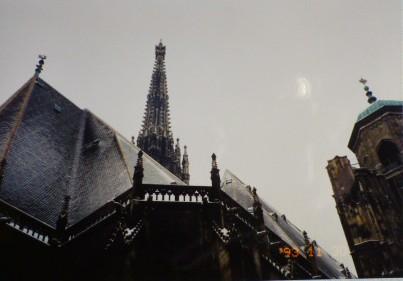 シュテファン大寺院屋根と尖塔