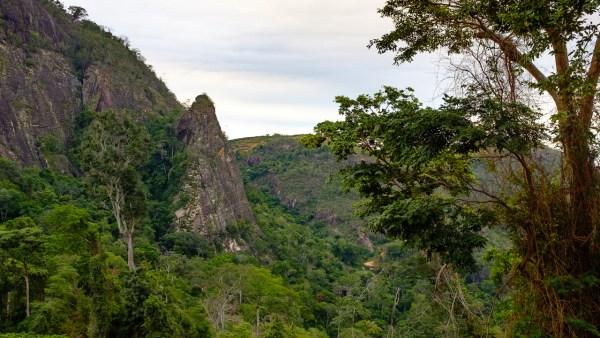 Pedra Bela Vista - Fenda, Sombra e Água Fresca (4o, V, D1, E3, 175m)