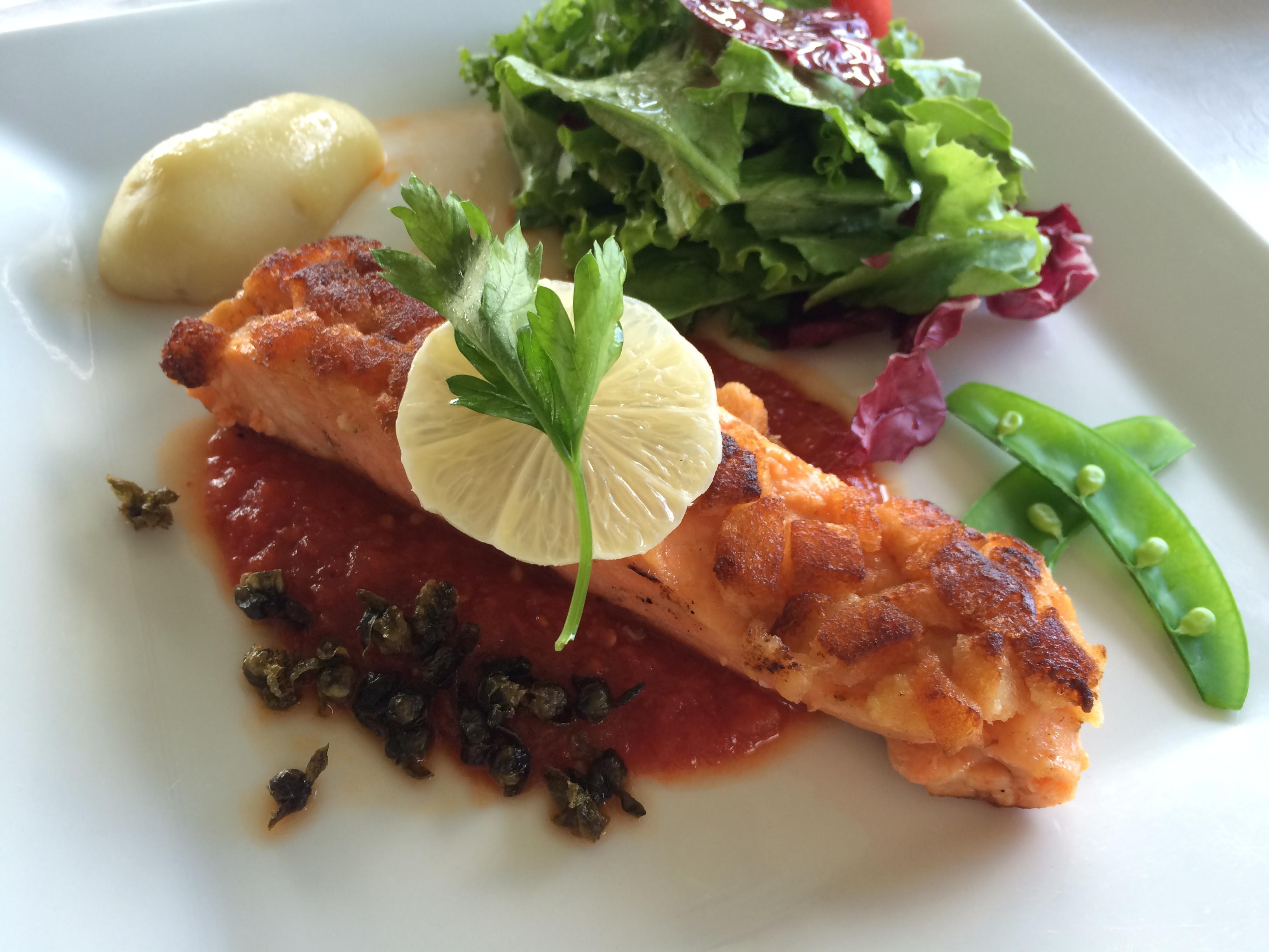 Salmon with tomato sauce