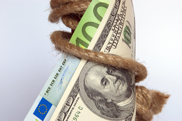 Onde e como pesquisar e comprar dólar, euro e outras moedas mais barato