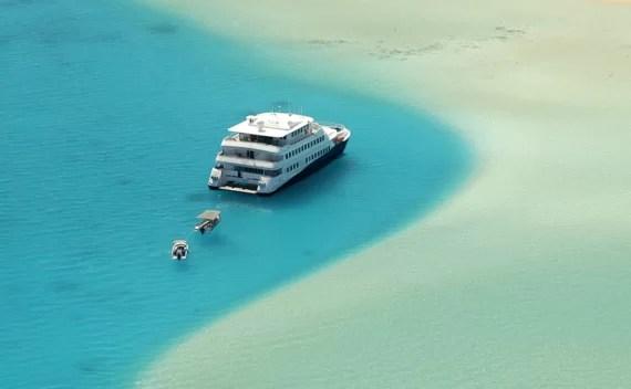 O iate polinésio Haumana volta às águas do Taiti