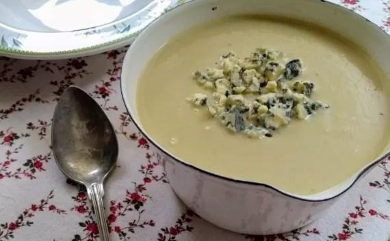 Sopa de couve-flor com queijo gorgonzola – receita perfeita para estes dias frios!