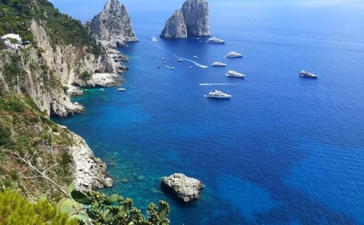 Travessia de Sorrento para Capri de ferry boat