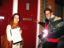 Herweg en Bak bellen canvassen in de Bankastraat. Foto: Napnieuws.