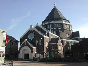 Er is geen geld meer voor het microkredietproject van vrouwencentrum VONK, gevestigd in de Gerardus Majellakerk (Foto: Stadsherstel Amsterdam)