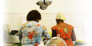 Bij Mevrouw Cous koken integrerende vrouwen gerechten uit hun eigen cultuur. (Foto: Mevrouw Cous)