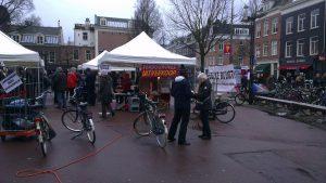 Demonstratie/feestje op het Marie Heinekenplein (bron: Fabian de Bont)