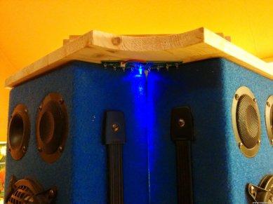 Vorne unten. Blaue Lauflicht LEDs.