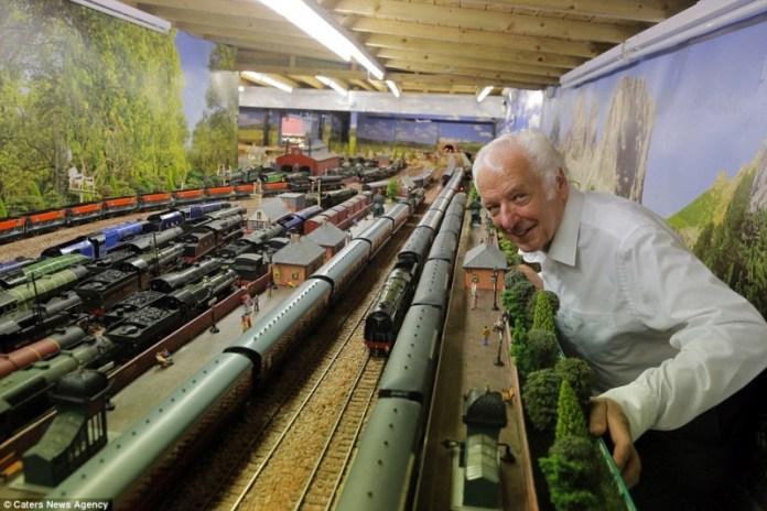 Пенсионер построил Железнодорожный город мечты (ФОТО)