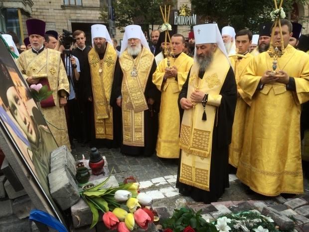 В Киев привезли чудотворные иконы и помолились за погибших