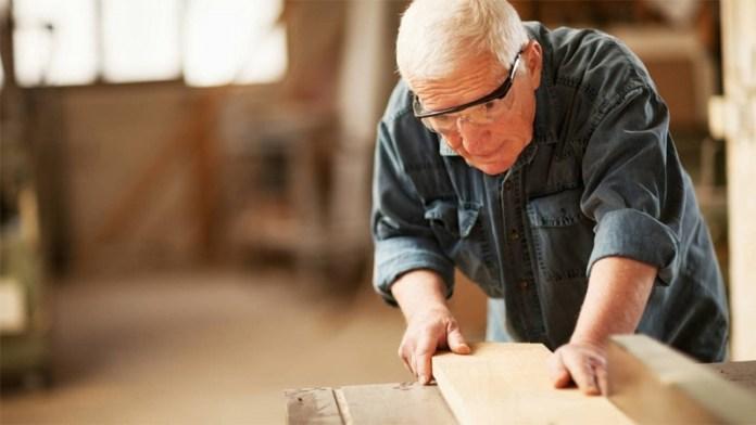 О работающих и неработающих пенсионерах
