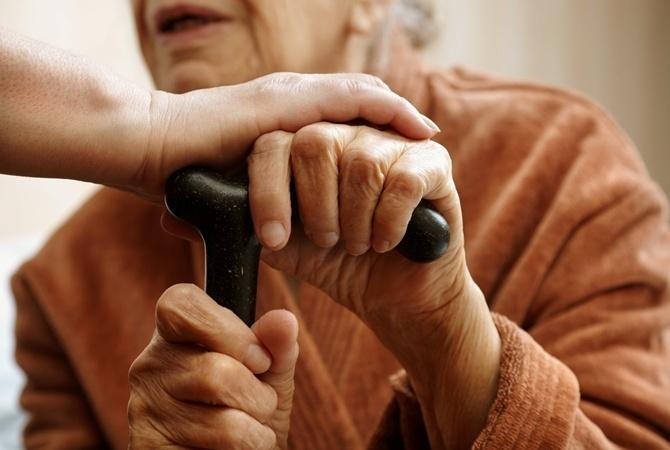 Пенсионеры на карантине: как живут во время пандемии пожилые люди в разных странах мира?