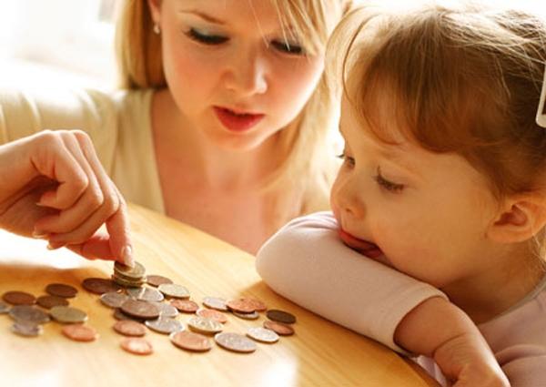 Малообеспеченные семьи с детьми будут получать помощь по-новому