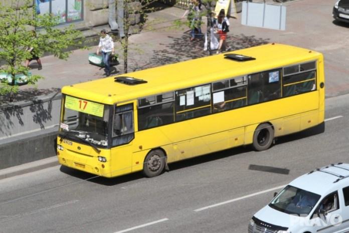 В Киеве увеличили количество рейсов общественного транспорта по спецбилетам