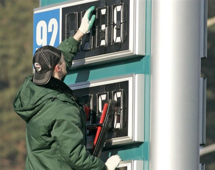 В Украине продолжают падать цены на бензин