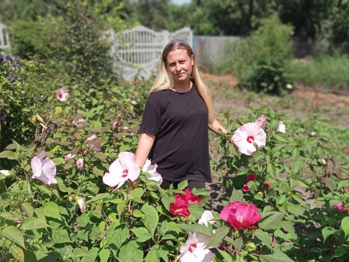 Садовод из Запорожской области собрала у себя на участке редкие сорта гибискуса