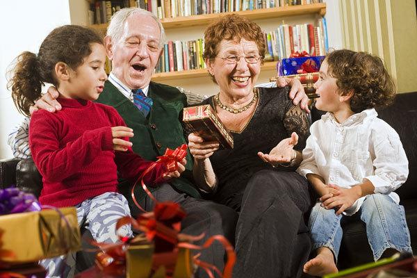 Зачем внукам нужны бабушки и дедушки?