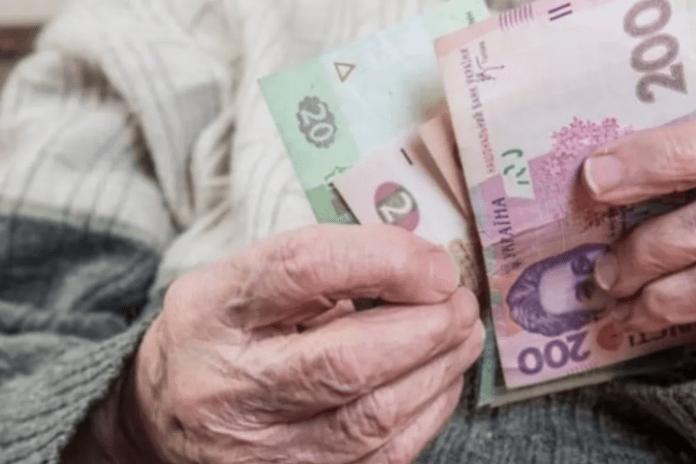 Кому до кінця серпня перерахують пенсії
