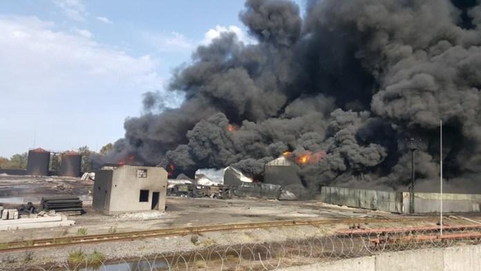 Из-за пожара на нефтебазе в воздухе над Киевом — превышение норм опасных веществ