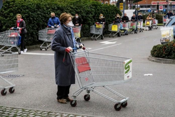 В Италии оштрафовали пенсионерку за то, что она больше 10 раз подряд сходила в магазин