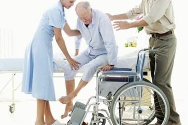 Ухаживаете за инвалидом? Заплатят не всем