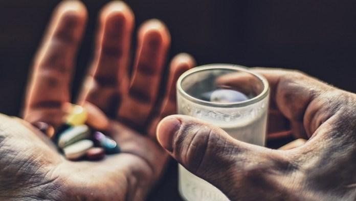 Названы самые опасные лекарства для пожилых