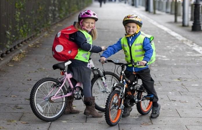 velosipedisty-deti