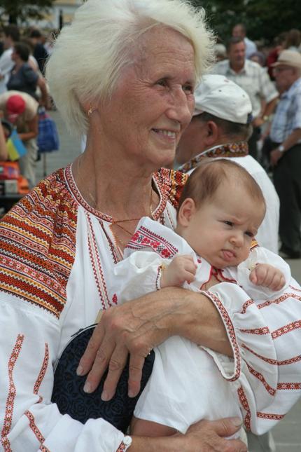 Украинцев призывают надеть вышиванки