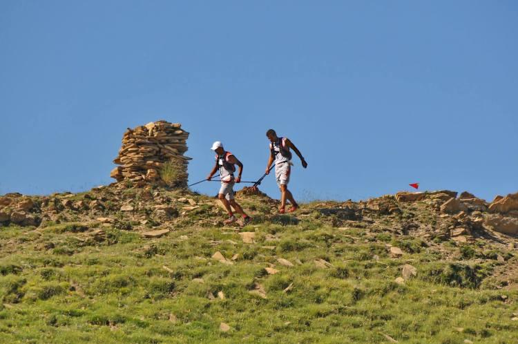 Ronda dels Cims. Żaden obciach zabrać kije na tak długi wyścig w trudnych górskich warunkach. Fot. Photos-polo/ Photographe & Phototheque