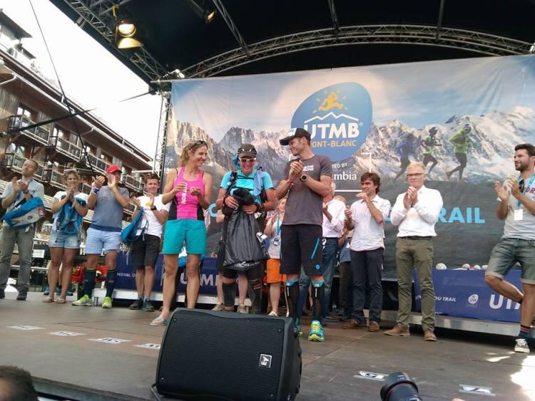 Caroline Chaverot - najszybsza w tegorocznym UTMB (w różowej koszulce). Fot. Materiały UTMB