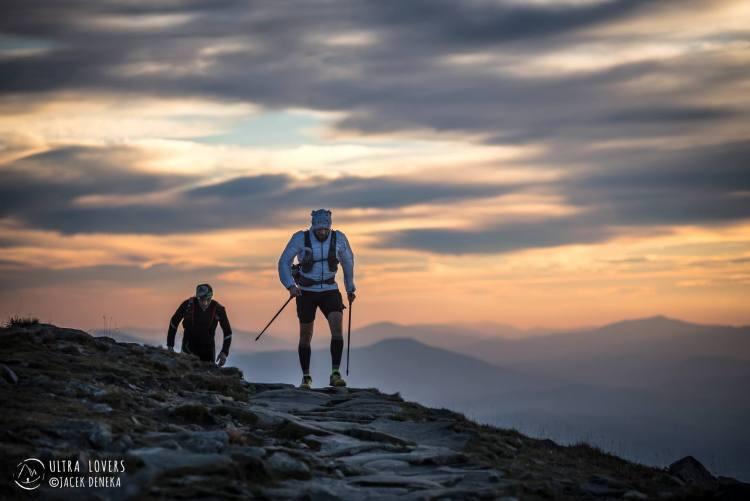 Poranek na trasie Beskidy Ultra Trail Challenge 260 km. Fot. Jacek Deneka/Ultralovers
