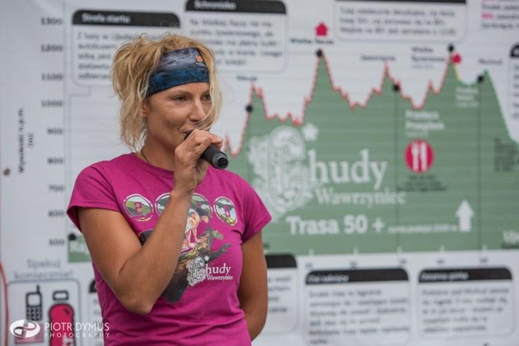 Ewa dzieli się swoją wiedzą przed Ultramaratonem Chudy Wawrzyniec. Fot. Piotr Dymus