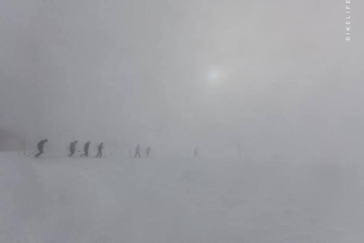 Mgła na ZUK potrafi być spektakularna. Fot. Bikelife
