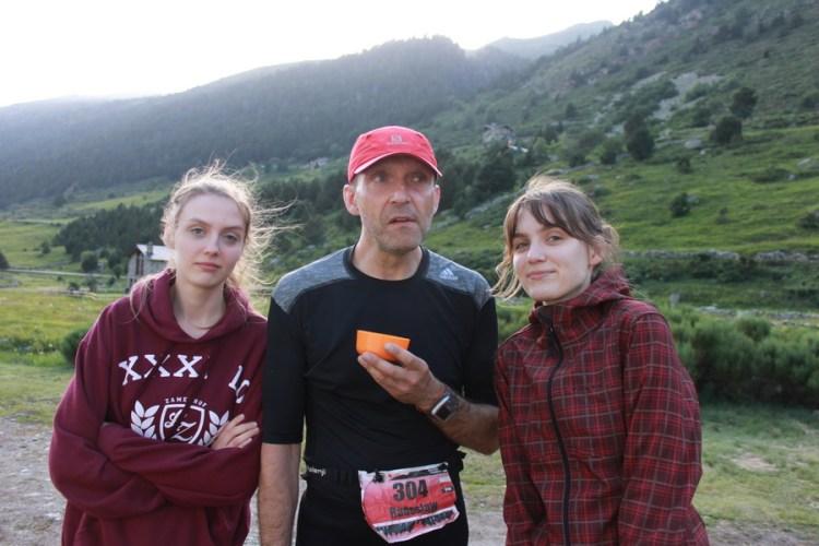 Na punkcie w Incles z córkami.