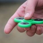 """O brinquedo """"Fidget Spinner"""", que foi sucesso nos anos 1990, começou a aparecer em vídeos pornôs bastante criativos (Divulgação)"""