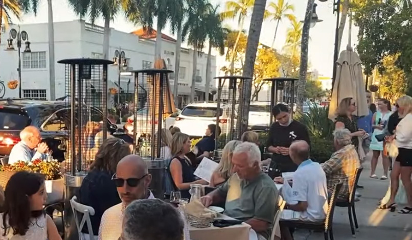 dining on 5th Avenue South in Naples, Florida
