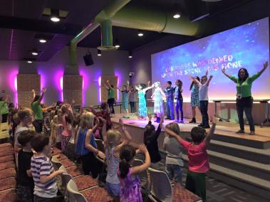 kids-worshipping