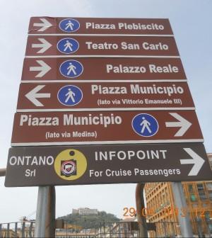 Porto, per ingannare i turisti invertono il senso dei segnali