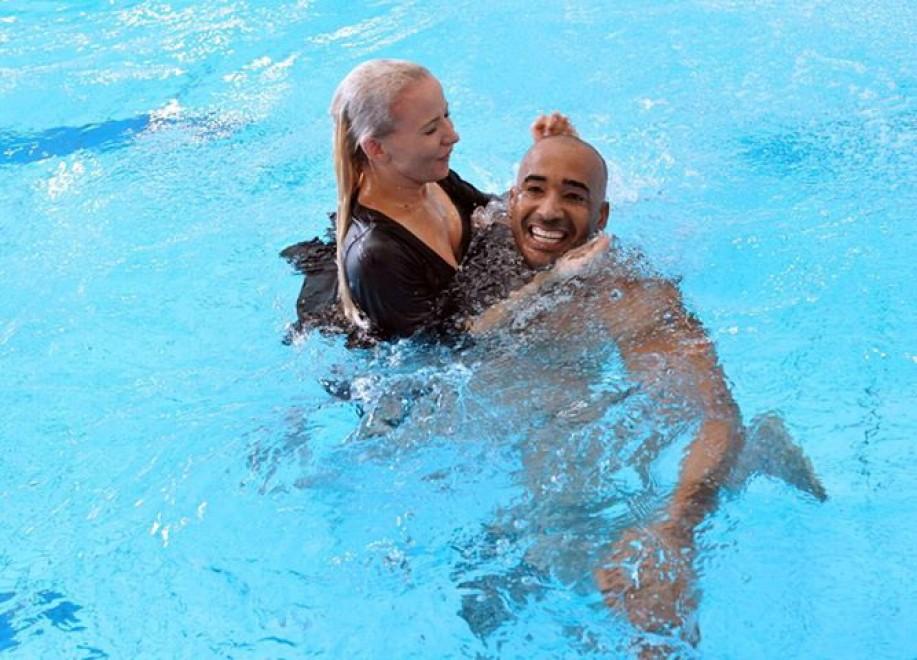 Foto Ballando sotto le stelle finiscein piscina  1 di