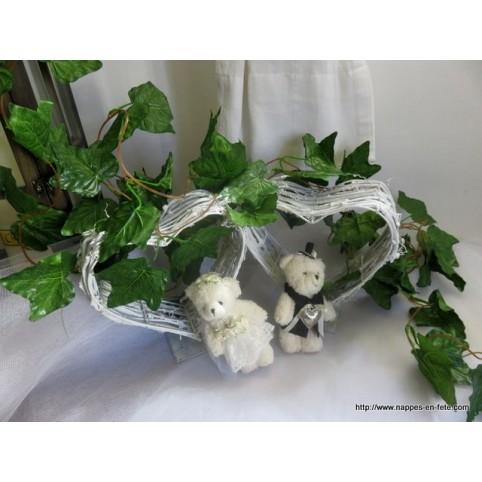 Guirlandes de lierre et fleurs artificielles pour dcorer vos tables de fte  Nappes en Fete